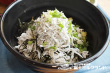 Shirasudon (Yong Sardine Rice Bowl)